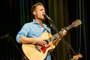 Singer-Songwriter Sebastian Niklaus (Foto: Stephan Kaminski)