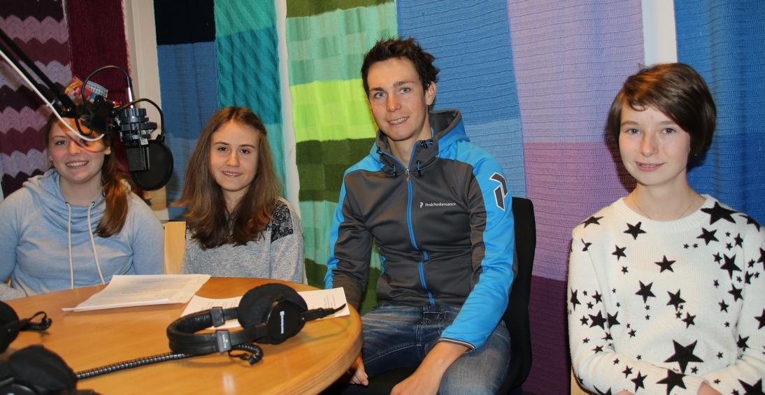 Nele, Nancy und Lucia (v. li.) mit Eschweges extremsten Sportler, Philipp Mock ...